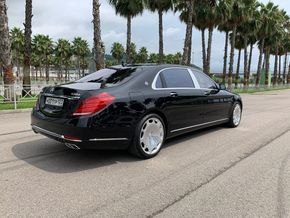 Фото прокатного авто Mercedes-Maybach S 500 4MATIC 2016, Черный компании Car&Go в Сочи